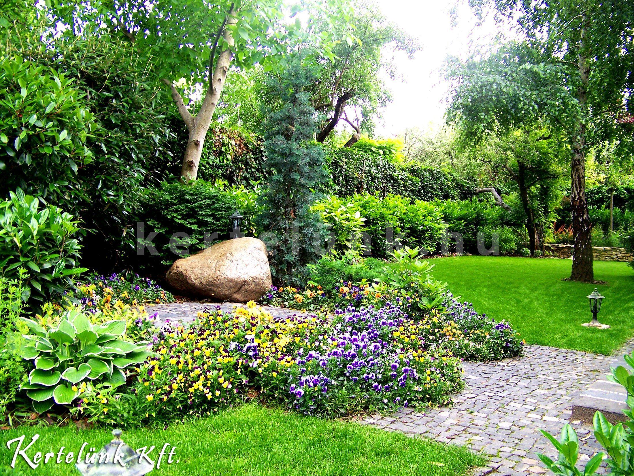 Színes és üde minden ebben a mediterrán kertben.