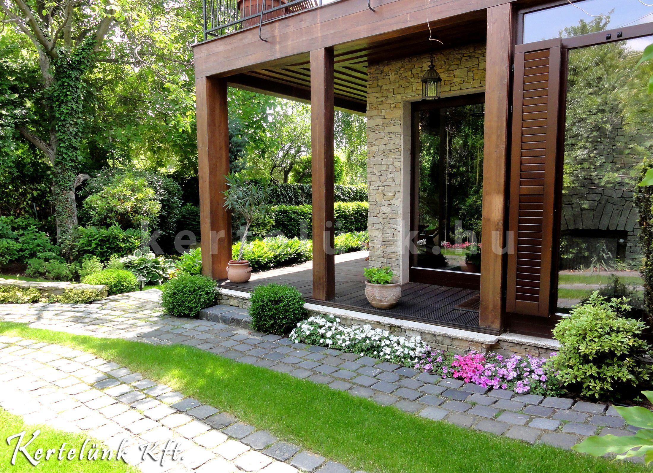 Mediterrán stílusú ház és kert.