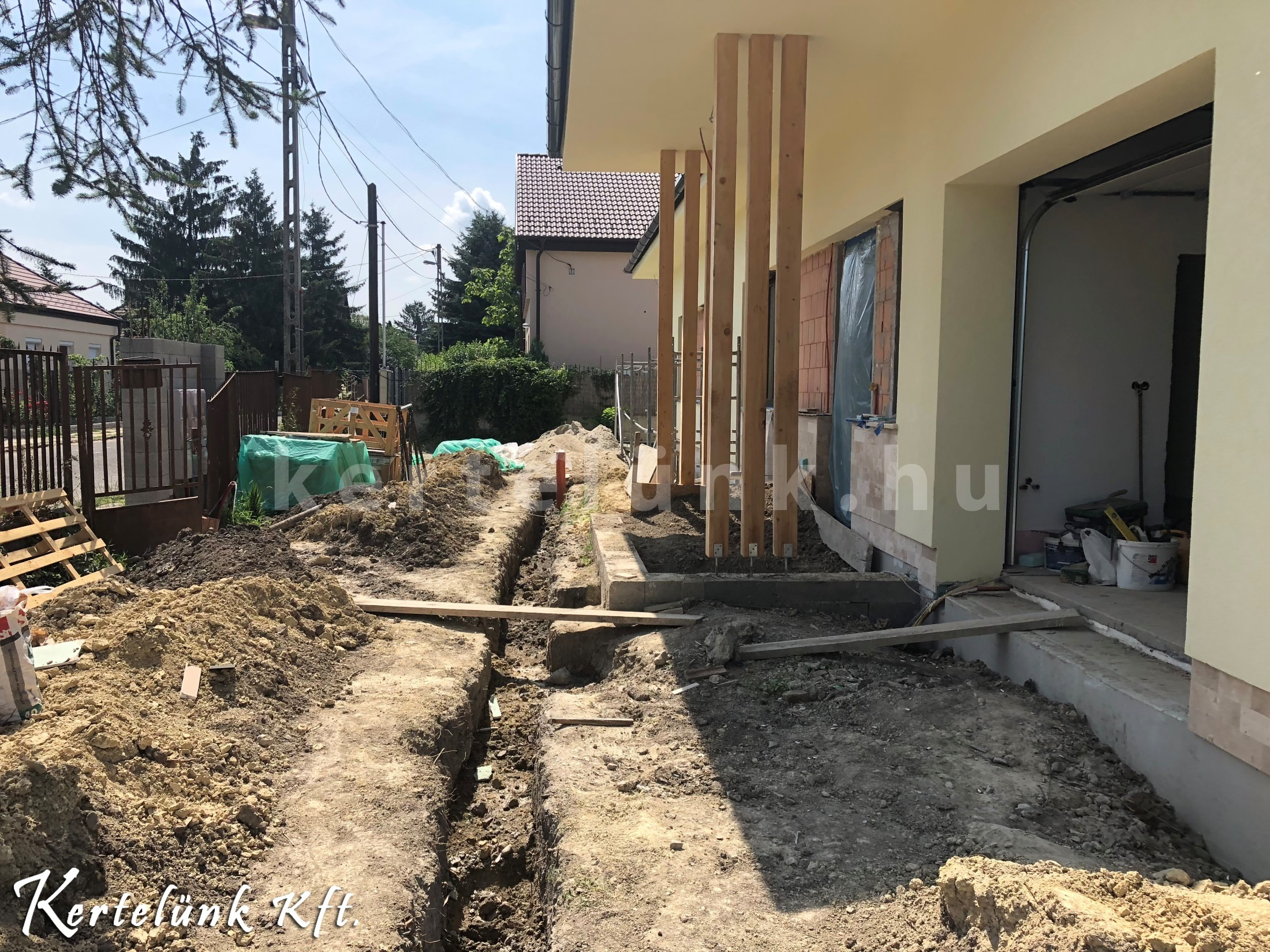 A házépítéssel járó feladatokat követően sokszor javítani kell a talajon.