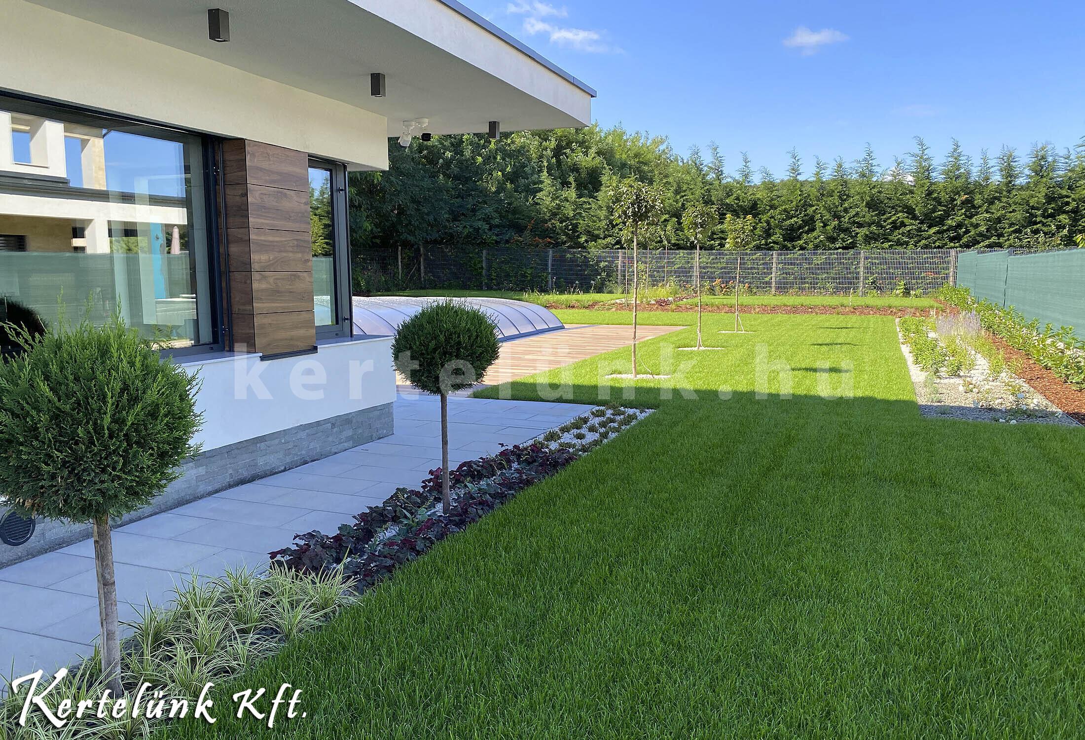 Könnyen fenntartható és téliesíthető a kert.