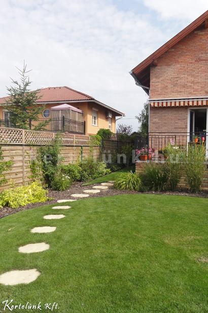 Mediterrán hatású a ház és a hozzá épített kert is.