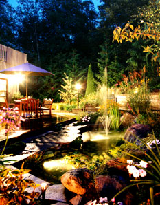 este a jól kiválasztott világítótestek teszik hangulatosabbá kertünket