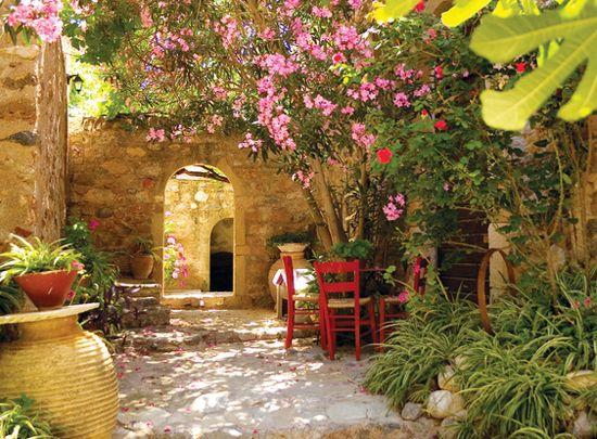 Egy igazi spanyol hangulatú mediterrán kertrészlet